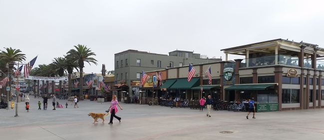Hermosa Beach pier - Shops and Restaurants